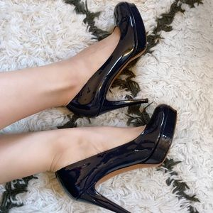 Gucci Patent Leather Heels in Navy